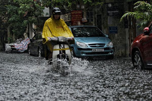 Dự báo thời tiết ngày 1/5: Bắc Bộ mưa dông diện rộng ngày cuối nghỉ lễ