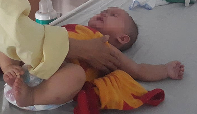 Bé 6 tháng tuổi bị cắt bỏ buồng trứng