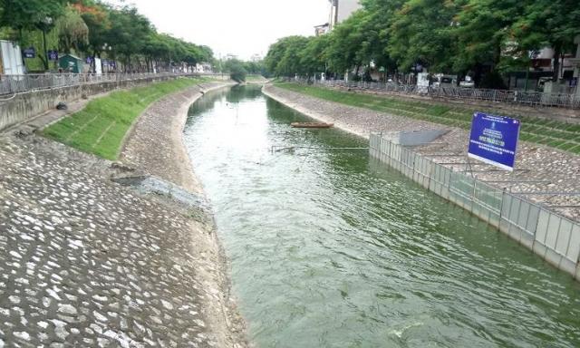 Xả triệu mét khối nước vào sông Tô Lịch - như muối bỏ biển?