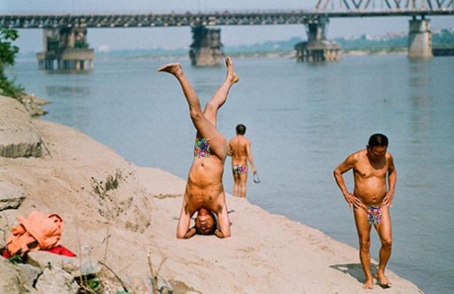"""Xử phạt như thế nào với """"tắm tiên"""" ở sông Hồng?"""
