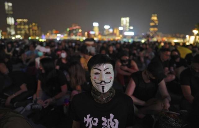 Hong Kong ban lệnh cấm người biểu tình đeo khẩu trang