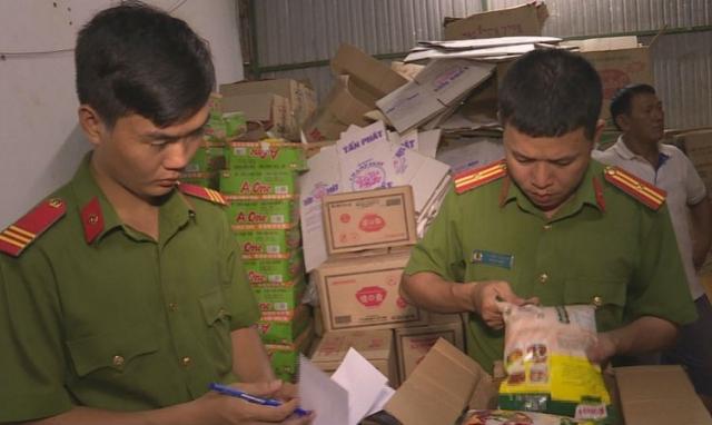 Khởi tố đối tượng buôn bán gần 12 tấn hạt nêm và bột ngọt giả