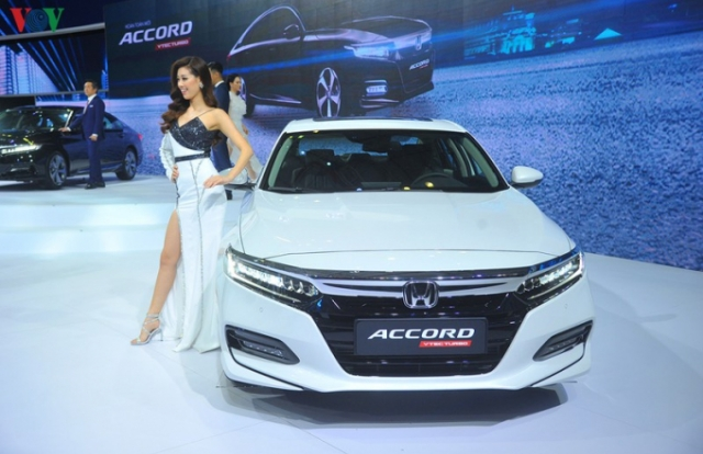 """Honda Accord giá từ 1,319 tỉ đồng có """"đồ chơi"""" gì đắt giá?"""