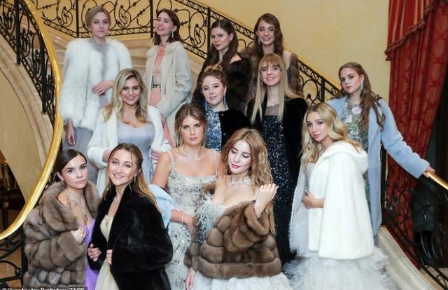 Dạ tiệc trưởng thành của các ái nữ gia đình quyền quý nước Nga