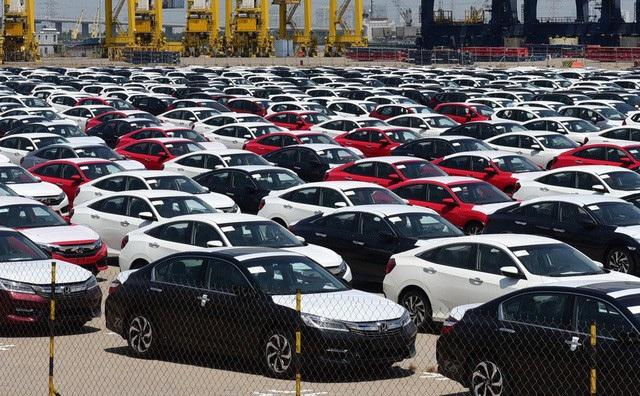 """Hãng xe """"chơi chiêu"""", lượng xe nhập giảm sốc, ô tô cũ có thể hạ giá sâu"""