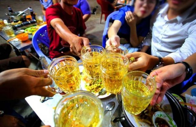 Báo động trẻ hóa tuổi uống rượu bia