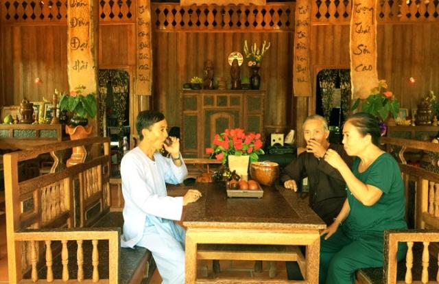 Độc đáo ngôi nhà làm từ 4.000 cây dừa ở miền Tây