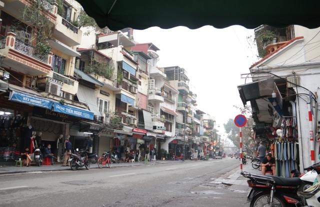 Người Hà Nội ngại dịch corona, phố yên tĩnh, mua sắm vắng