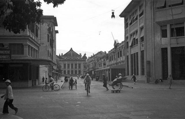 Loạt ảnh hiếm có về khu phố sang nhất Hà Nội năm 1940
