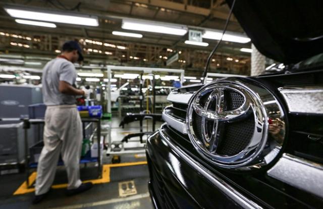 Tin kinh tế 6h30AM: Khách vắng, ô tô giảm giá; Từ ngày 1/7 xe bán tải sẽ không được đi trong phố