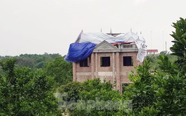 Lại tái diễn tình trạng 'xẻ núi bạt đồi' xây biệt thự ở Ba Vì