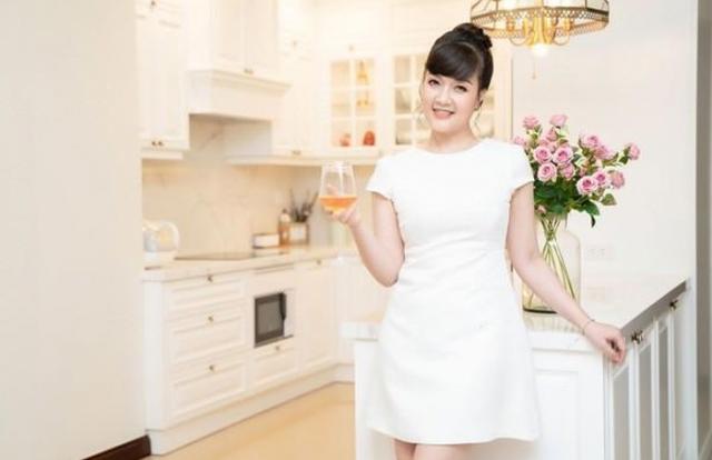 Vóc dáng tuổi 45 của Vân Dung khiến nhiều cô gái trẻ ngưỡng mộ