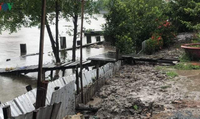 Nửa đêm nhà trôi ra giữa sông, người dân Hậu Giang lo lắng