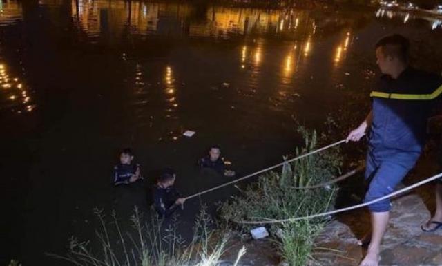 Sau cãi vã, hai người phụ nữ nhảy xuống kênh Tàu Hủ