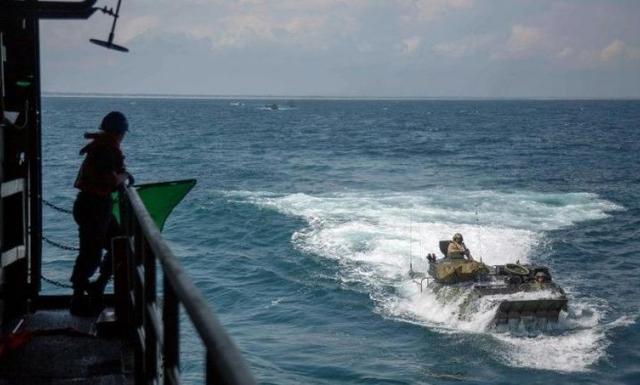 Tàu tấn công đổ bộ của Mỹ bị chìm trên biển, 8 người mất tích