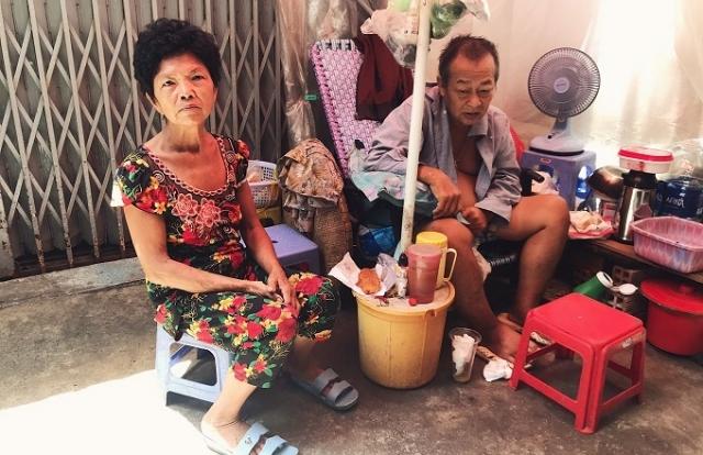 Cuộc sống trong căn nhà hơn 1m2 của vợ chồng già ở Sài Gòn
