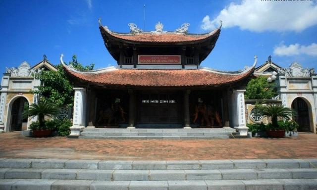 Linh thiêng đền vua Quang Trung ở thành Vinh