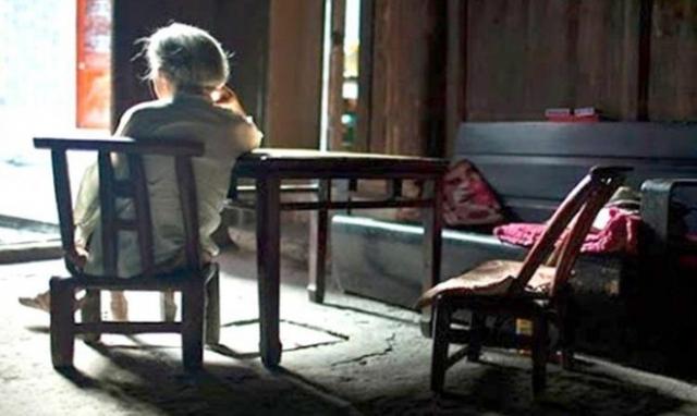 Những câu chuyện buồn tuổi 'xuống dốc cuộc đời'