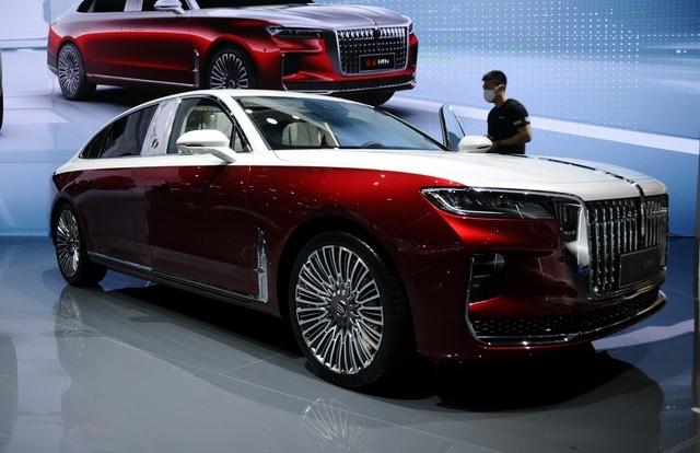 Cận cảnh mẫu xe được mệnh danh là Maybach của Trung Quốc