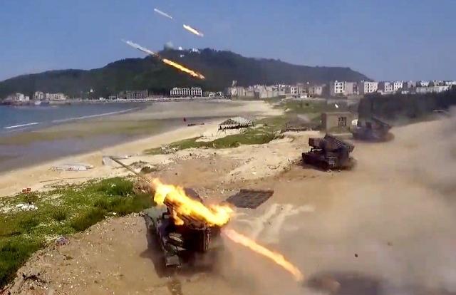 """Trung Quốc tập trận tấn công đảo, """"nắn gân"""" Đài Loan"""