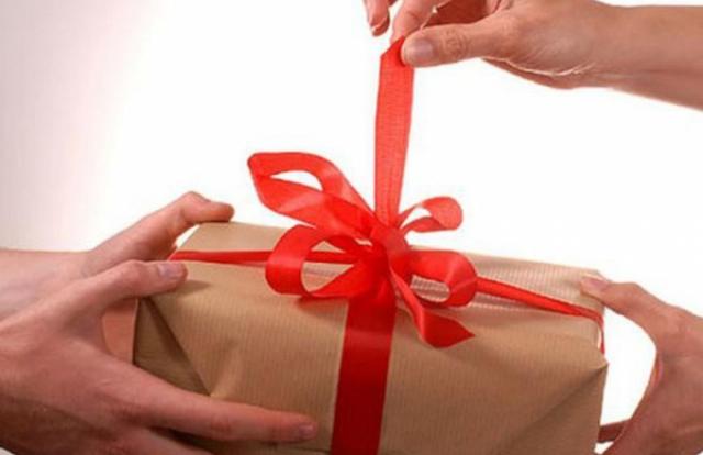 Thu hồi trên 200 triệu đồng vi phạm trong nhận quà tặng