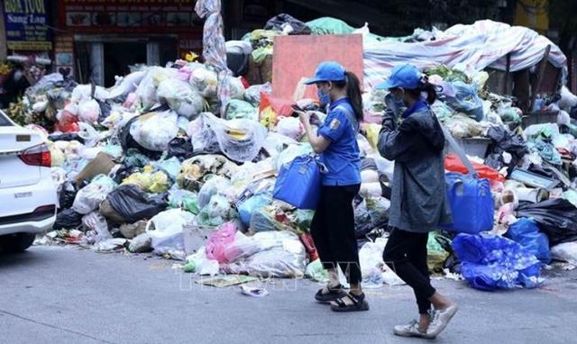 Bất cập trước tình trạng đùn đẩy trách nhiệm tại bãi rác Nam Sơn, Sóc Sơn, Hà Nội