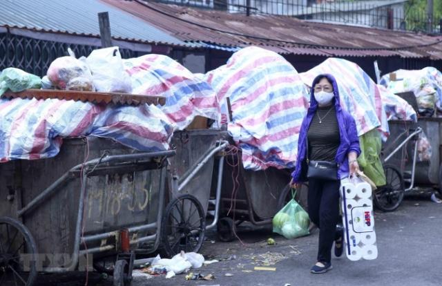 """Người dân Nam Sơn tháo """"gác chắn"""", xử lý rác ở Thủ đô đã thông tuyến"""