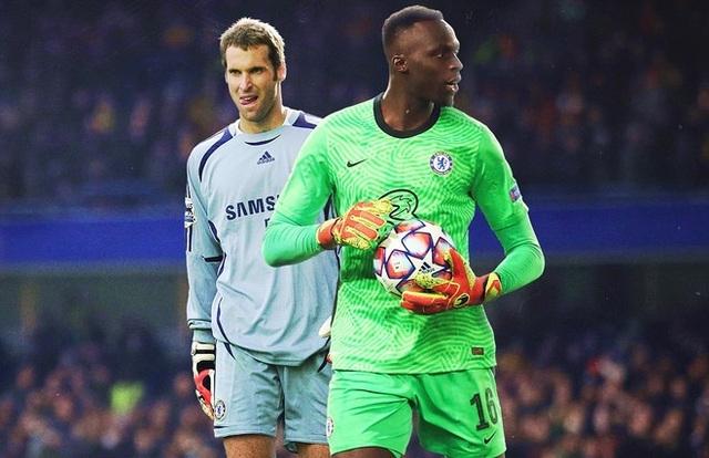 """Chelsea sở hữu """"quái vật"""" trong khung gỗ"""