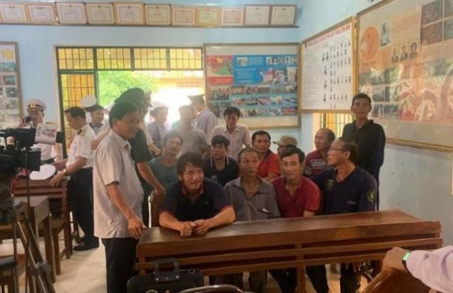 Vụ 26 ngư dân mất tích: Đón những người được cứu sống về quê