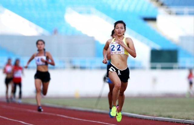 Nguyễn Thị Oanh phá sâu kỷ lục quốc gia 10.000m