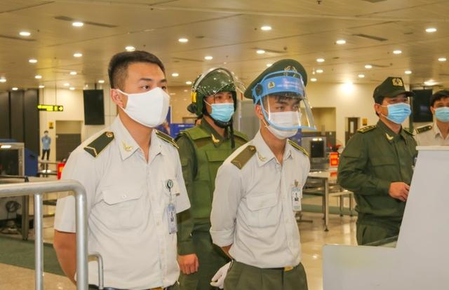 Ứng phó khẩn cấp nhóm khách gây rối, đập phá sân bay Nội Bài