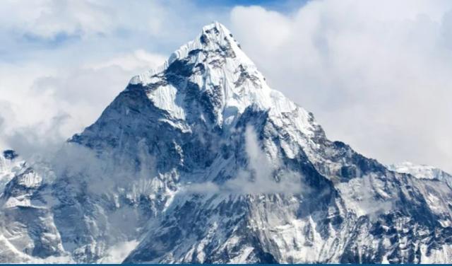 Đỉnh Everest thực sự cao bao nhiêu?