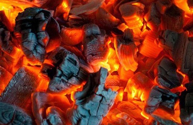 Quảng Bình: Dùng than chống rét, hiểm họa chết người vì ngộ độc khí CO