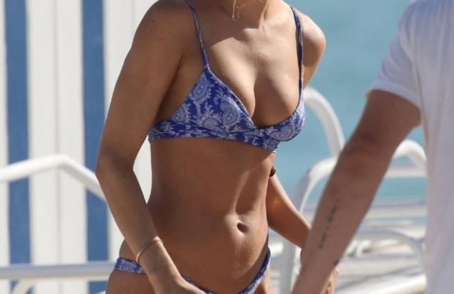 Mỹ nhân áo tắm Kimberley Garner khoe dáng tuyệt mỹ với bikini