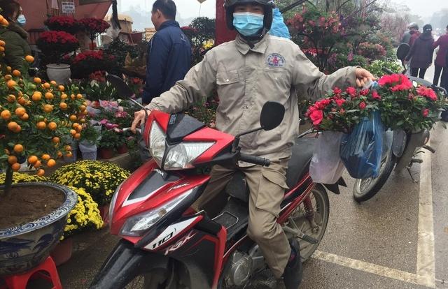 """Lào Cai: Lan, đào, quất """"phô diễn"""" tại chợ biên giới với giá rẻ bất ngờ!"""