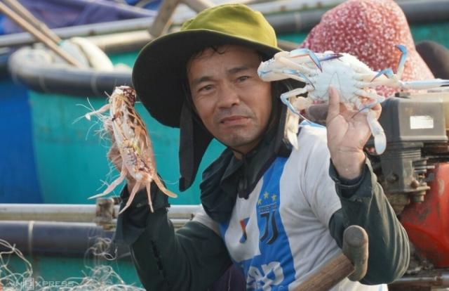 Ngư dân Phan Thiết xuất hành trúng ghẹ