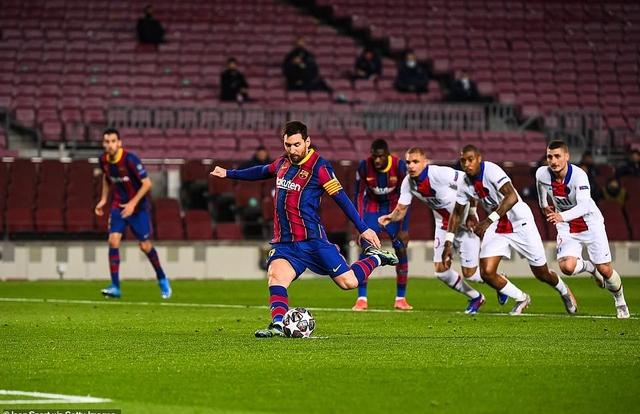 Barcelona 1-4 PSG: Cú hattrick của Mbappe