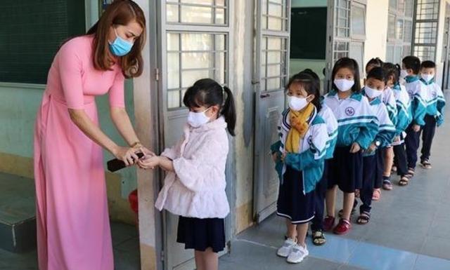 """Kịch bản y tế nào cho học sinh đến trường """"mùa Covid""""?"""