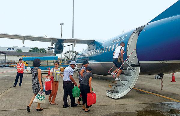 Địa ốc 7AM: Cty Khai thác khoáng sản Bắc Giang đổ thải trái phép, VietJet xin bỏ vốn làm sân bay Điện Biên mới