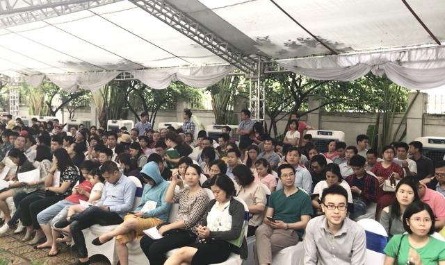 Biển người hội tụ tại lễ bốc thăm quyền mua căn hộ NƠXH EcoHome 3