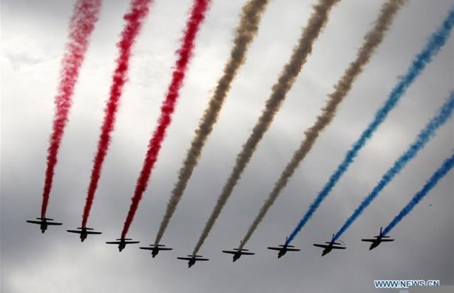 Hình ảnh quốc tế ấn tượng: Mãn nhãn màn trình diễn máy bay nhân ngày Quốc khánh Pháp