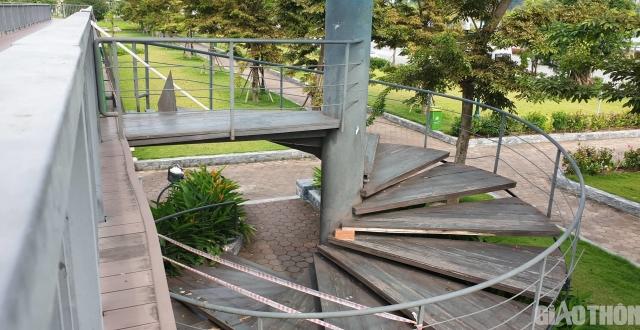 Cầu đi bộ đẹp nhất Hạ Long xuống cấp, tiềm ẩn nguy hiểm