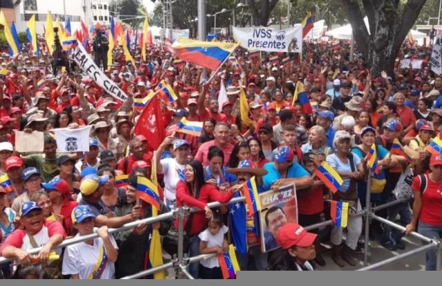 Hình ảnh quốc tế ấn tượng: Biểu tình phản đối Mỹ phong tỏa tài sản dữ dội ở Venezuela