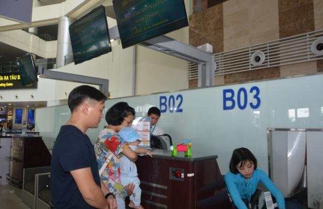 Lần đầu tiên tại Việt nam mở quầy làm thủ tục hàng không cho gia đình có người cao tuổi và trẻ nhỏ