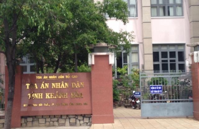 """Vụ Trung tâm y tế Khánh Sơn: Toà bất lực vì Công an """"khăng khăng"""" vụ án không có dấu hiệu hình sự?"""