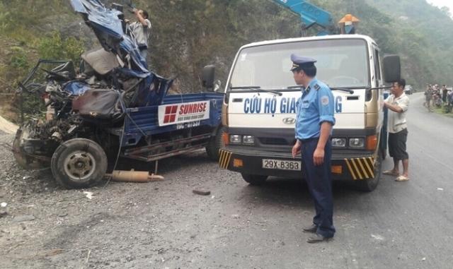 Hòa Bình: Xe tải mất phanh đâm vào vách đá, 2 người tử vong