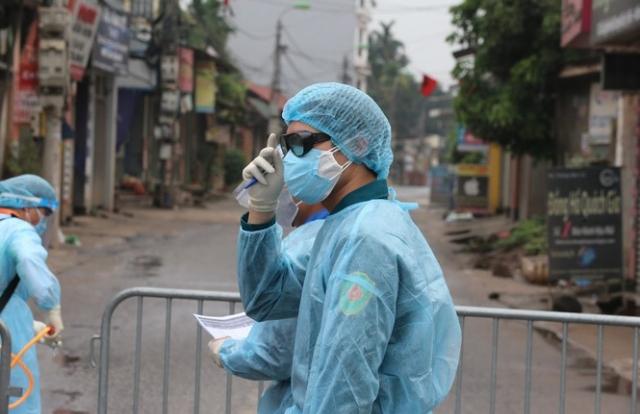 Hàng xóm, chị dâu của bệnh nhân 243 dương tính lần 1 với SARS-CoV-2