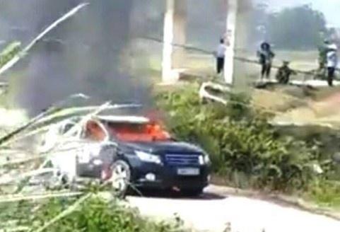 Thanh Hoá: Ôtô chở 4 cán bộ Sở Xây dựng bốc cháy giữa đường