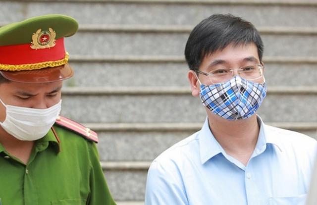 """Tại tòa, cựu Trưởng phòng PA83 Công an tỉnh Hòa Bình nói gì sau cáo buộc """"Có chống lưng rồi, lo gì""""?"""