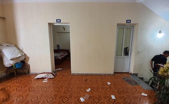 Quảng Ninh: Nghi phạm đâm chết tình địch trong nhà nghỉ ra đầu thú